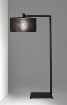 Floor lamp with structure in chrome, burnished metal, brass, or painted metal. Floor lamp with Deck Lighting, Home Lighting, Modern Lighting, Lighting Design, Lighting Ideas, Family Room Lighting, Living Room Lighting, Black Floor Lamp, Modern Floor Lamps