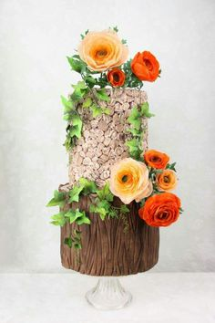 Rustic Rununculus Wedding Cake by Delicut Cakes – Beautiful Wedding Cake Designs Beautiful Wedding Cakes, Gorgeous Cakes, Pretty Cakes, Amazing Cakes, Bolo Floral, Floral Cake, Nature Cake, Woodland Cake, Cake Wrecks