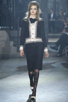 http://www.vogue.com/fashion-shows/pre-fall-2016/chanel/slideshow/collection