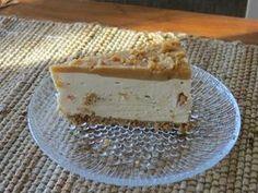 Kinuskituorejuustokakku suolapähkinöillä on vaihteeksi mielenkiintoinen makukokemus. Pohja: 150 g Digestive-keksejä ( tässä käytin gluteii...