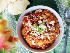 Mediterrán vöröslencse főzelék fetával Acai Bowl, Chili, Breakfast, Food, Acai Berry Bowl, Morning Coffee, Chile, Essen, Meals