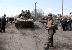 Wer noch an die angebliche russische Invasion glaubt, kann in diesem alten und fast vergessenen Bericht lesen, dass es in Wahrheit um einen innerukrainischen Konflikt geht und sogar Soldaten der ukrainischen Armee sich auf die Seite des Volkes im Donbass gestellt haben.