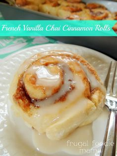 French Vanilla Chai Cinnamon Rolls via thefrugalfoodiemama.com #cakemix #frenchvanilla #chai #cinnamonrolls