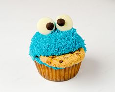 Cookie-eating Cookie Monster cupcake