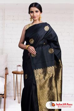 7c160c491fcc8 Blend the classic and the contemporary adorning this superb  Kanjivaram  silk saree woven with beautiful