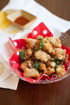 Chinese Salt and Pepper Chicken or Popcorn Chicken - crispy fried marinated chicken with basil leaves, get the easy and delicious recipe now | rasamalaysia.com