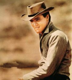 Elvis ♥ oh my! *fans self*