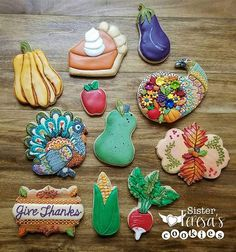 Thanksgiving is my favorite holiday (duh, food!). So, when my favorite cookie cutter shop, Bobbi's Cookies & Cutters, asked me to decorate the cookies for September's Thanksgiving themed Purple Parcel Club cutters, of course I jumped on the chance. But keeping the secret for over a month has been SO HARD, so now that they have been delivered to everyone, I am happy to let the secret out of the bag. Now - go and visit @bobbiscookies shop and start dreaming your Thanksgiving cookie dreams…