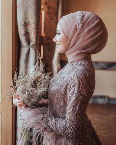 Image may contain: one or more people Wedding Hijab Styles, Muslim Wedding Dresses, Muslim Brides, Colored Wedding Dresses, Muslim Couples, Turban Hijab, Bridal Hijab, Hijab Bride, Modern Hijab Fashion