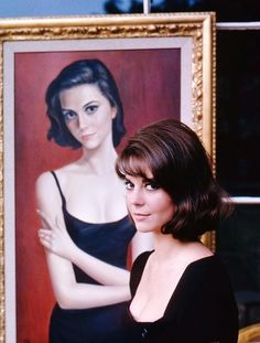 Natalie Wood with her Keane portraits in 1960, photos by Peter Basch.