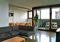 On the market: Three-bedroom apartment in Chamberlin, Powell & Bon-designed Shakespeare Tower on the Grade II-listed Barbican Estate, London Modern Interior Design, Interior Design Inspiration, Interior Design Living Room, Barbican, Mid Century House, Bedroom Apartment, Beautiful Interiors, Building A House, Shakespeare