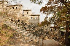 Hiking along Seoul fortress. http://eagerjourneys.com/samcheong-dong/