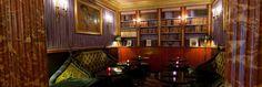 Oscar Wilde y est mort et Borges s'y est installé pour traduire l'un de ses écrits. Il règne à l'Hôtel (Saint Germain des Près) une atmosphère littéraire, idéale pour aller boire un dernier verre avec son amoureux, ou un café, seul, en écrivant dans ses petits carnets.