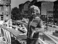 Hancke, Edith *-Schauspielerin, D- Portrait auf der Freiterrasse von Cafe Kranzler in Berlin, Kurfuerstendamm- 1959