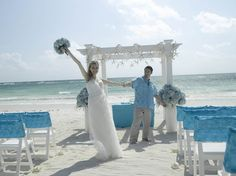 Romantic weddings in Caribbean resorts - Riviera Maya. Waves of Love Package combines the glamour of hydrangeas and irises with the maritime serenity of shells and starfish. Designed by renowned wedding planner Karen Bussen exclusively for #WeddingsbyPalladium
