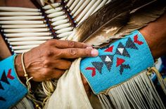 i love all the bone and leather! Native American Beading, Native American Art, American Indians, Beadwork Designs, Nativity Crafts, Cowgirl Style, Leather Craft, Beading Patterns, Jewelry Making