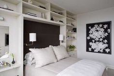 Custom wooden headboard designs with built-in shelves Headboard with built-in shelves will provide more power to your bedroom decorations, it's not only Headboard With Shelves, Black Headboard, Wall Shelves, Shelving, Guest Room Decor, Bedroom Decor, Bedroom Ideas, Bedroom Built Ins, Zeitgenössisches Apartment