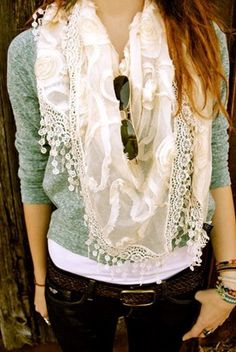 I would die for this scarf! Well, not really, but I adore it! ... and the jeans... and the shirt... and the sunglasses... and the jewelry. Yup.