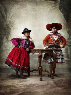 South America | Portrait of two Chahuaytire women wearing traditinal clothes, a jacket, a 'Jobena' and a skirt, 'Polleras', Alta Moda, Peru | © Mario Testino #shawl #fedorahat                                                                                                                                                      Más