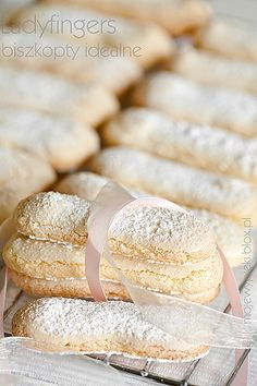 lovely ladyfingers, the recipe will translate with Bing, and a good baker should be able to understand the process.  When I make these, I will let you know how they work.  It should be this week yet.  I want to try these in my triffle.