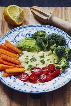 Hummus med grönsaker Hummus enligt det här receptet, bara att jag den här gången smaksatte med spiskummin och curry istället för ingefära.