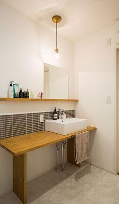 Aichi Prefecture Nagoya City Tempaku-ku A's house Bathroom Toilets, Laundry In Bathroom, Washroom, Small Bathroom, Japanese Home Design, Japanese House, Wash Stand, Natural Interior, Tiny House Design