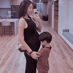Cute Asian Babies, Korean Babies, Asian Kids, Cute Babies, Cute Family, Baby Family, Dad Baby, Mom And Baby, Cute Little Baby