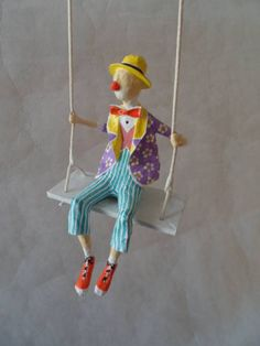 Ninots-of-Natalia-Skipping-Girl—-Natalia-Mendoza – Her Crochet – BuzzTMZ Paper Mache Clay, Paper Mache Crafts, Clay Art, Circus Art, Circus Theme, Doll Face Paint, 3d Art Projects, Cardboard Art, Creepy Dolls