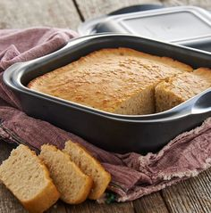 Craft your own batch of this remarkably easy bread at home. Experiment with different beers to create a variety of results. For example, flavored beers leave a hint of flavor throughout and dark beers result in darker, heavier bread. Beer Recipes, Grilling Recipes, Great Recipes, Delicious Recipes, Beer Bread, Soda Bread, Tupperware Recipes, Homemade Chili, Homemade Breads