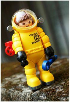 Playmobil underwater diver suit Vinyl Toys, Vinyl Art, Toy Display, Japanese Toys, Toy 2, Designer Toys, Legoland, Special People, Toy Boxes
