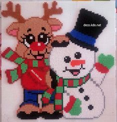 DECO.KDO.NAT: Perles hama: Bonhomme de neige et renne écharpes Easy Perler Bead Patterns, Perler Bead Art, Pixel Art Noel, Christmas Perler Beads, Hama Mini, Motifs Perler, Hama Beads Design, Xmas Cross Stitch, Iron Beads