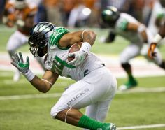 Oregon Ducks running back Thomas Tyner (24) carries the ball against the Texas Longhorns in the Valero Alamo Bowl