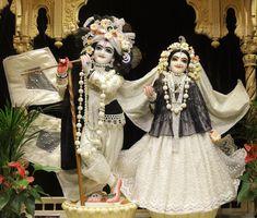 Radha Krishna Wallpaper, Lord Krishna Images, Radha Krishna Pictures, Radha Krishna Photo, Krishna Photos, Baby Krishna, Cute Krishna, Iskcon Krishna, Radhe Krishna
