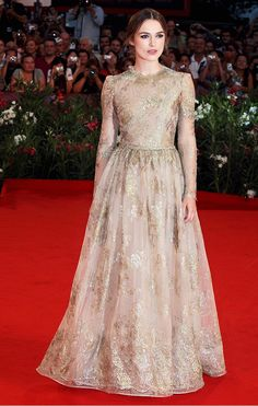 Keira Knightley #gold #valentino #gown