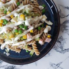 Inspiration til sunde opskrifter - 45 lækre og sunde opskrifter. Pasta Salad, Cobb Salad, Spaghetti, Lunch, Snacks, Ethnic Recipes, Den, Desserts, Food