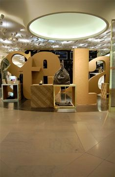 Pop-up store for Stella McCartney by Giles Miller. Corrugated cardboard was used to spell Stella. #visual_merchandising #paper_inspiration