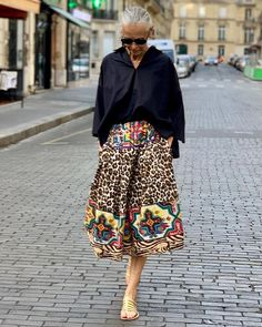 Best Clothing Styles For Women Over 50 - Fashion Trends Mature Fashion, Older Women Fashion, Fashion For Women Over 40, Mode Outfits, Fashion Outfits, Fashion Trends, Women's Fashion, Stylish Older Women, Advanced Style
