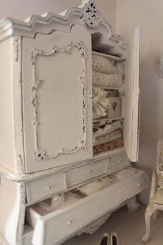 This would make a lovely piece of furniture for a shabby chic bedroom. Decor, Shabby Chic, Shabby Chic Dresser, Painted Furniture, Cottage Decor, Chic Decor, Chic Bedroom, Shabby Cottage, Shabby Chic Furniture