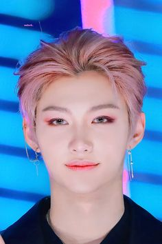 """im going to cry please he is not human felix is not human he is just a pretty fairy that came to our world to shame us humans for being so ugly and for this i want to say thank you felix"" Daejeon, Pink Floyd Dark Side, Olivia Culpo, K Pop, Rapper, Felix Stray Kids, Kid Memes, Wattpad, Lee Know"