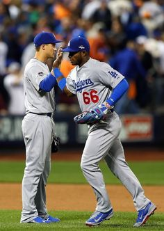 Corey Seager, Yasiel Puig, LAD//Game 4 NLDS at NYM, Oct 13, 2015 Dodgers Girl, Dodgers Fan, Dodgers Baseball, Baseball Players, Yasiel Puig, Mlb Postseason, Dodger Blue, Blue Crew, Raider Nation