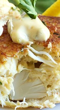 Maryland style Crab Cakes made without any fillers! The BEST crab cake recipe you'll ever make. Ingredients ∙ Makes 6 Seafood 1 lb Lump crab. Crab Cake Recipes, Fish Recipes, Appetizer Recipes, Appetizers, Crab Cakes Recipe Best, Recipies, Lump Crab Meat Recipes, Crab Cake Recipe With Ritz Crackers, Gastronomia