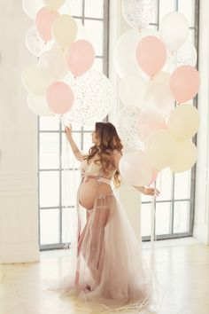 Maternity Photoshoot Ideas Preserving Memories For A Lifetime with Maternity Photoshoot is a must, to show off your stunning mom-to-be's baby bump.It's such a sweet and beautiful moment in your life, a moment tha… Maternity Poses, Maternity Portraits, Maternity Pictures, Maternity Dresses, Maternity Photography, Baby Pictures, Pregnancy Goals, Pregnancy Photos, Foto Baby