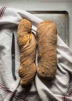 Receta de pan casero sin amasado, muy fácil y apenas sin formado, estilo chapata con fotos paso a paso y consejos