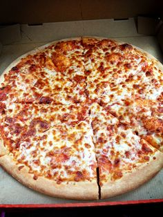 yum I love pizza! I Love Food, Good Food, Yummy Food, Tasty, Yummy Snacks, Food Porn, Love Pizza, Pizza Pizza, Pizza Food