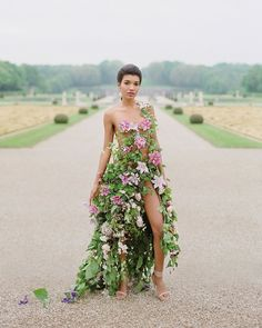 The Wedding Trends Every 2018 Bride Is Going to Want Included in Her Big Day – Style Me Pretty Mother Nature Costume, 2018 Wedding Trends, Trends 2018, Floral Fashion, Fashion Design, Floral Gown, Wedding Inspiration, Style Inspiration, Bridesmaid Dresses