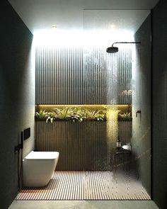 Der Stein hat einen natürlichen Charme und ist deswegen eine beliebte Wahl für Wandverkleidung im Bad. Gerne würden wir Sie hierzu näher beraten. #kizilinteriorservice #interiordesign #homedesign #home #design #wohnen #plana #inspo #modern #modernhouse #modernhousedesign #home #deluxe #pflanzen #beleuchtung #led #fliesen Quelle:Badezimmerdekor Luxury Bathroom Vanities, Bathroom Design Luxury, Luxury Bathrooms, Master Bathrooms, Bathroom Mirrors, Bathroom Cabinets, Modern Bathrooms, Farmhouse Bathrooms, Marble Bathrooms