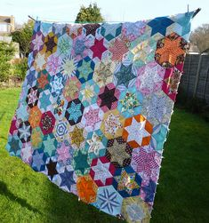 Love seeing old quilts hanging on the clothesline...Life in the country..ahhhhh