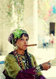 Queen of Cups, Cuba Cigars And Women, Women Smoking Cigars, Cuba Wedding, Cuban Women, Havana Cigars, Cuban People, Mode Boho, Interesting Faces, Beautiful People