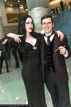 Morticia and Gomez Addams Family Costume Addams Family Costumes, Family Halloween Costumes, Halloween Cosplay, Halloween Ideas, Dark Costumes, Cute Costumes, Cosplay Costumes, Costume Ideas, Genderbent Cosplay