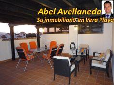 Salón y comedor al fresco, en un solarium de un apartamento tipo ático (en 2ª planta).